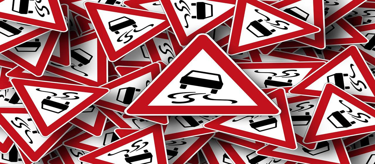 Verkehrsschild Rutschgefahr