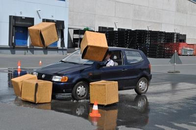 Auto bremsen Kartons quer